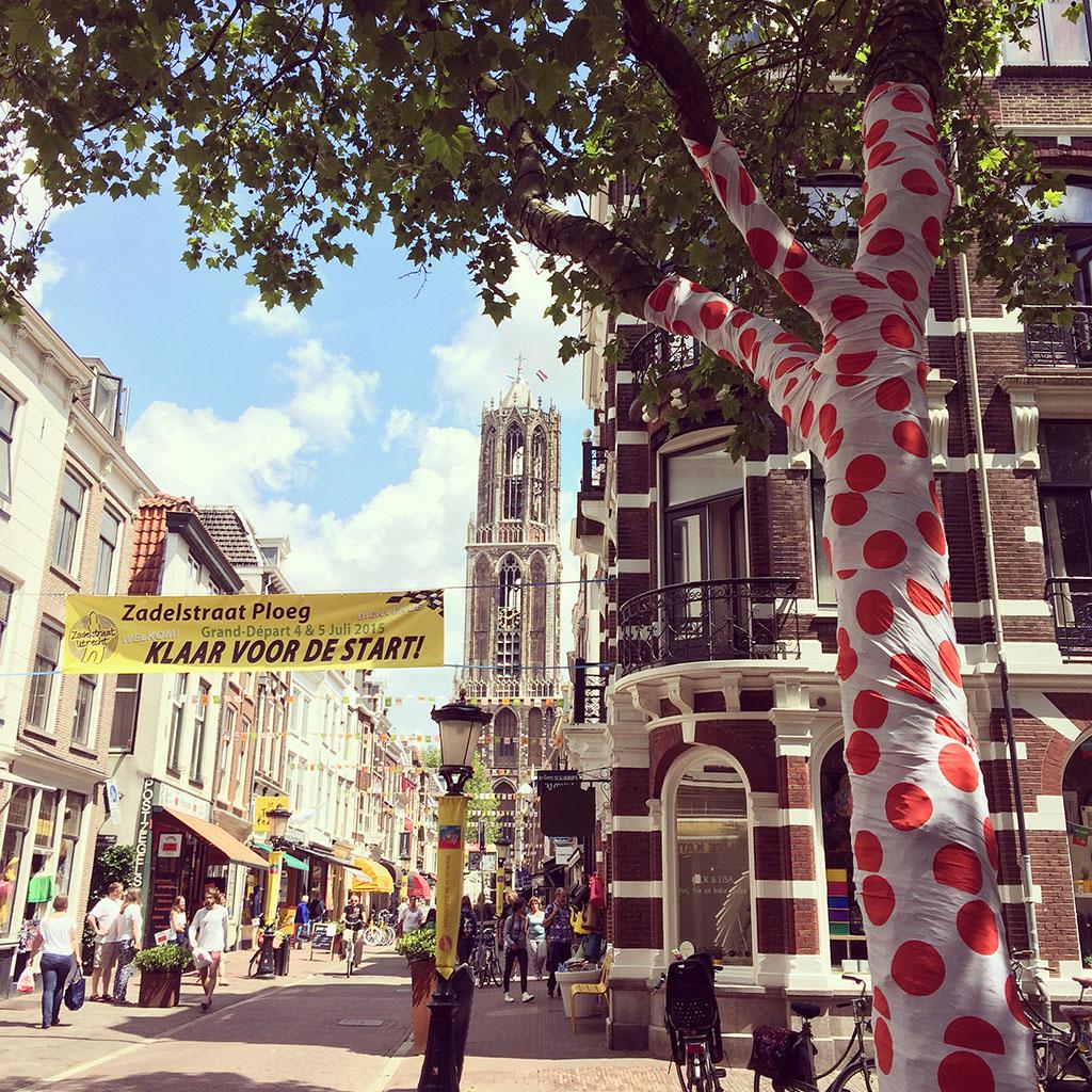 Tourvlaggetjes in de Zadelstraat